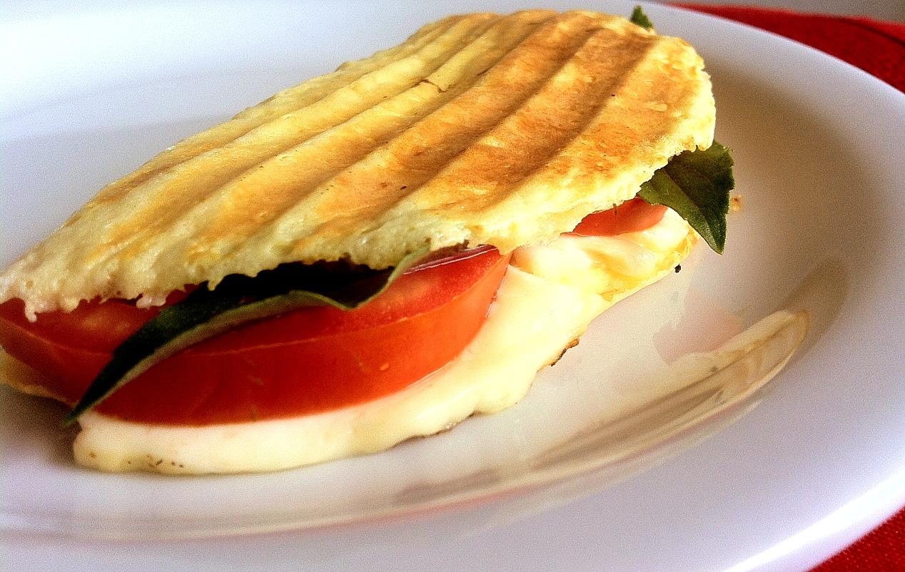 Café da manhã Low Carb panini de requeijão