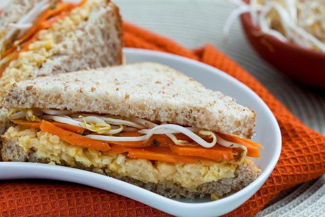 Lanches saudáveis com ovo e cenoura
