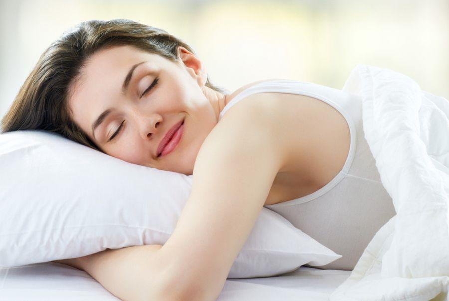 Mulher dormindo Vital Caps +