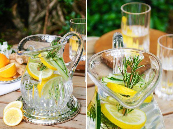 água aromatizada com limão com alecrim