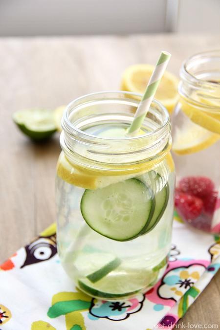 água aromatizada com pepino e laranja