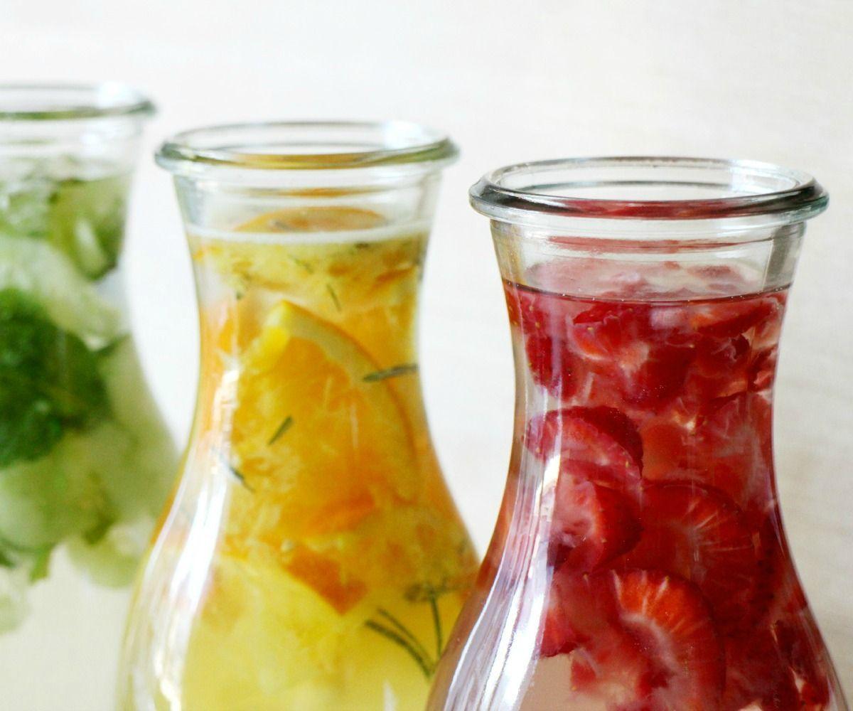 potes com água aromatizada