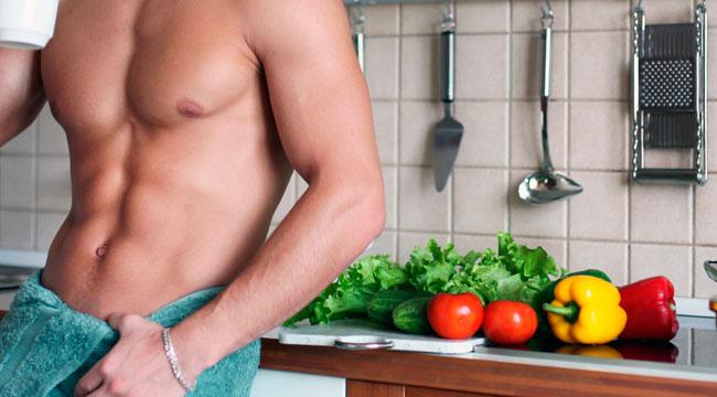 Homem fazendo dieta para definir o abdome