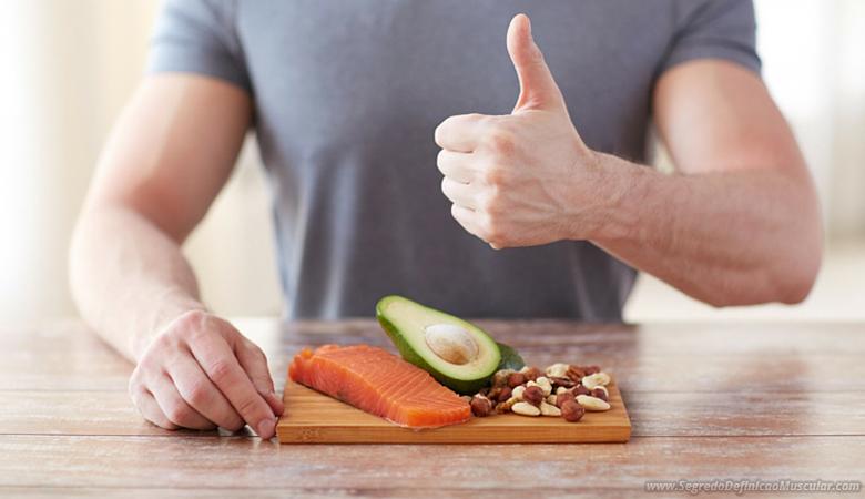 Homem fazendo dieta para definir