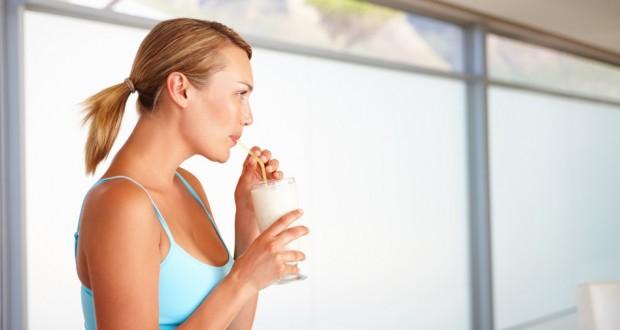Mulher tomando Shake para emagrecer