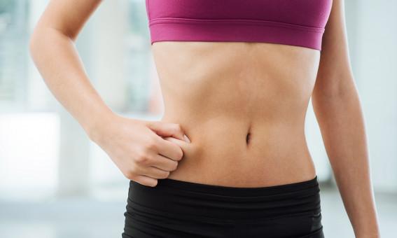 mulher sem gordura localizada na barriga