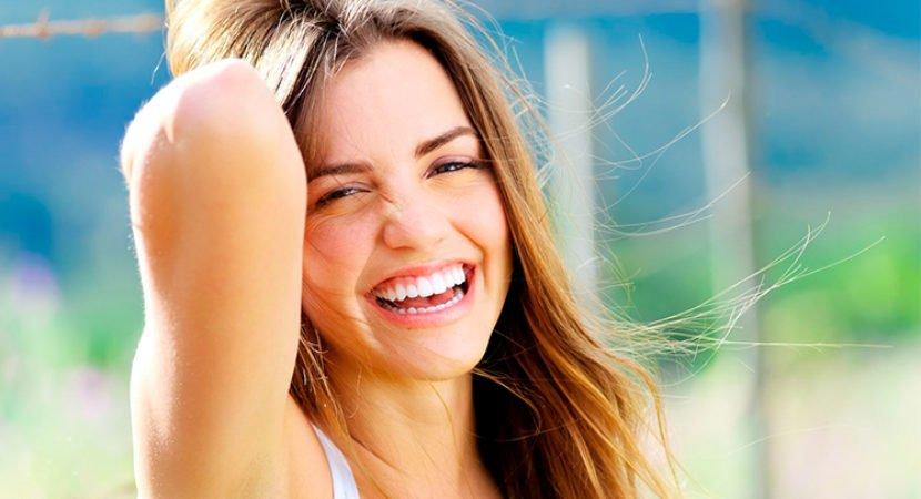 White Max mulher sorrindo
