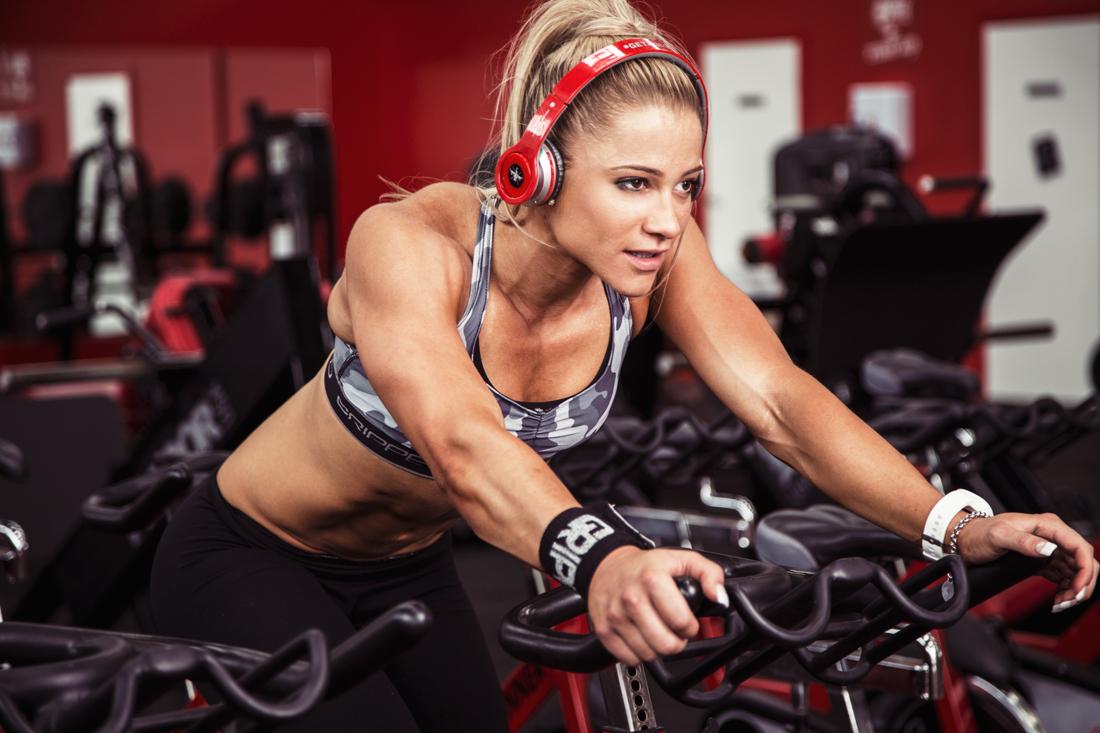 cafeína mulher fazendo atividade física